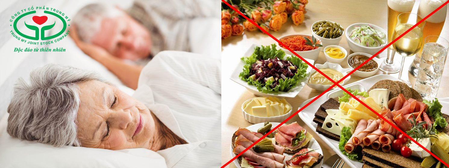 Người bệnh nên ngủ sớm, không ăn uống trong vòng 6 giờ trước mổ đục thủy tinh thể